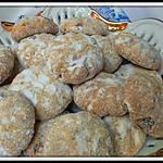 recette Ghriba aux raisins secs, noix de pécan et graines de sésame (biscuits Marocains)