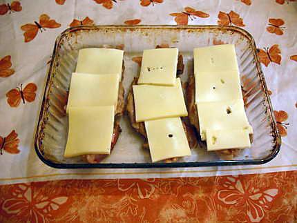 recette de c tes de porc gratin es au fromage raclette. Black Bedroom Furniture Sets. Home Design Ideas