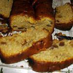 Cake aux fruits confits et raisins secs.