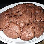 recette Macarons meringués... craquelés.... fondants. au chocolat....délicieux.....