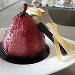 recette Poires pochées au vin rouge et aux épices et leur sirop de vin rouge
