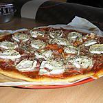 recette Pizza chèvre/lardons/creme fraiche