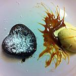 recette Petit coeur coulant au chocolat accompagné de sa glace vanille et son coulis de confiture de lait