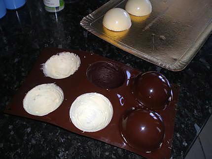 recette de dome chocolat blanc mousse chocolat blanc et coeur fraise. Black Bedroom Furniture Sets. Home Design Ideas