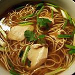 recette Soupe de poulet, nouilles chinoises, ciboule, gingembre & coriandre