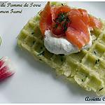 Gaufre de pomme de terre au saumon fumé et chantilly à l'aneth et au citron vert