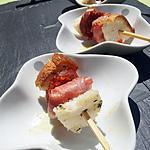 Brochettes de chévre au serrano et chorizo aperitive