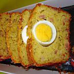 cake salé lardons,gruyère,herbes de provence et oeufs durs