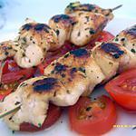 recette brochettes de poulet à la menthe sur son lit de tomates cerises