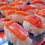 Sushi nigiri au saumon