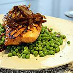 recette Pavé de coeur de saumon Teriaky, petit-pois au beurre aux herbes, oignons caramélisés à la bière