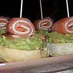 recette Toasts de guacamole et leurs roulés de saumon fumé au fromage de chèvre