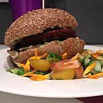 Burger végétarien & salade colorée