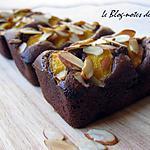 recette Petits quatre-quarts au chocolat, amandes et pêches