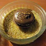 recette CREME BRULEE ET MACARONS AU CHOCOLAT PRALINE (ou comment utiliser les jaunes d oeufs)