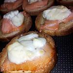Toasts au saumon chévre et miel