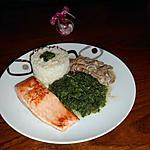 recette Pavé de saumon aux épinards et sauce crémeuse aux champignons.