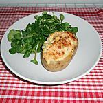 Pomme de terre au four au saumon fumé,à la crème et à l'aneth.