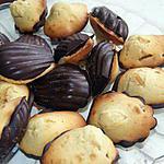 Madeleines pur beurre en coque de chocolat noir (de kapiluka) et aux écorces d'oranges confites (de moi)