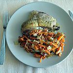 recette pintade aux légumes (carottes , courgettes , oignons ) cuit au four avec un cube de jus de viande