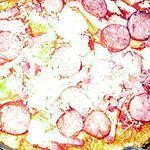 recette Pizza aux lardons et aux saucisses fumées