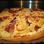 recette Pizza à la raclette, jambon fumé et oignons