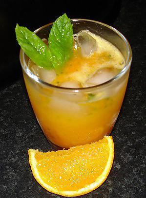 Cocktail de cenoria con laranxa 08'orange 08